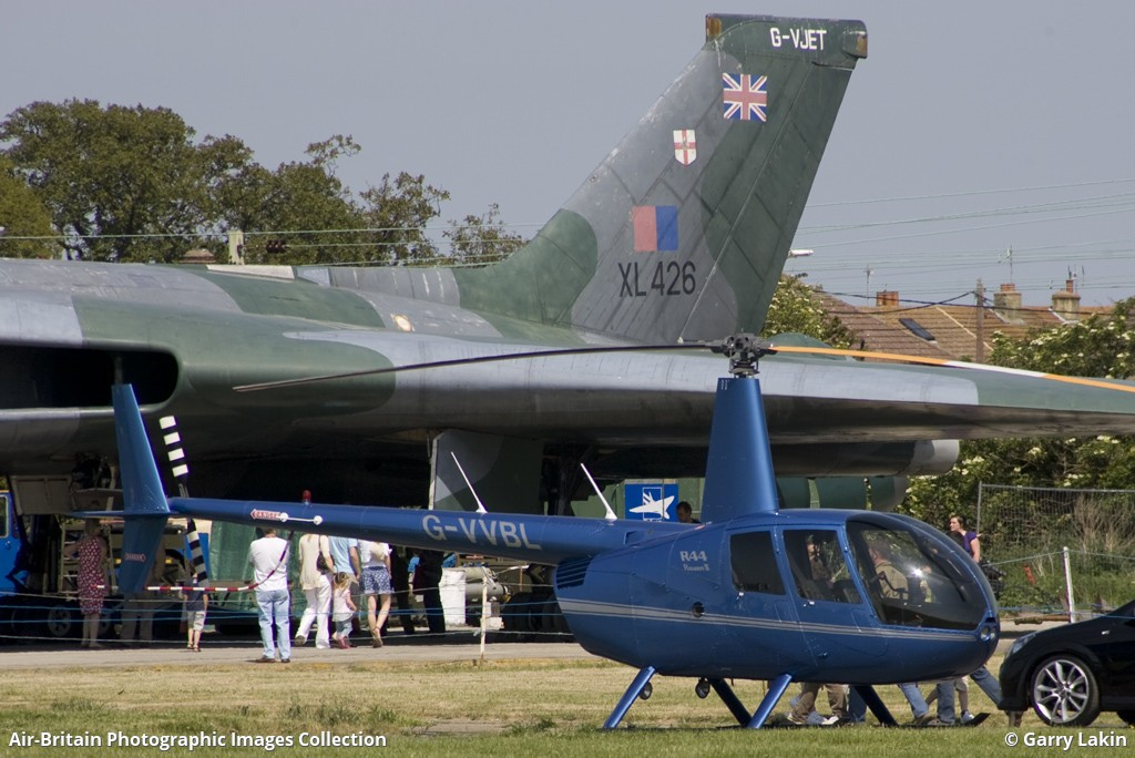 Robinson R-44 Raven II, G-VVBL / 11606, Valley View Building