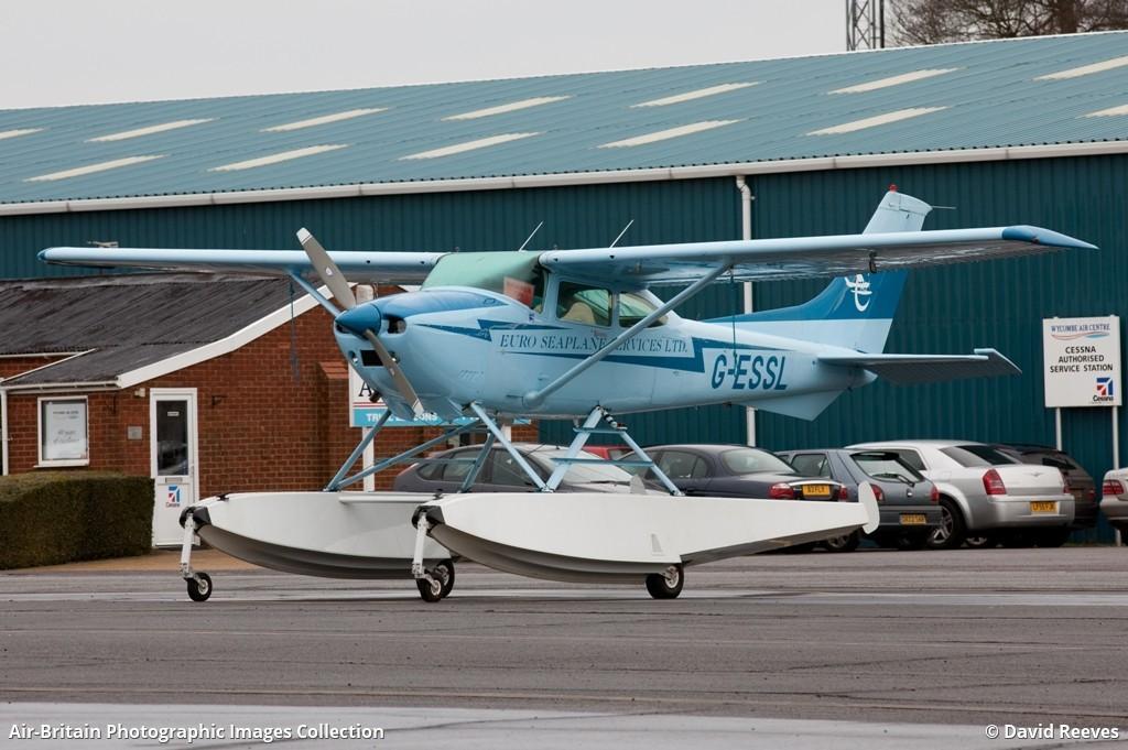 Aviation photographs of Registration: G-ESSL : ABPic