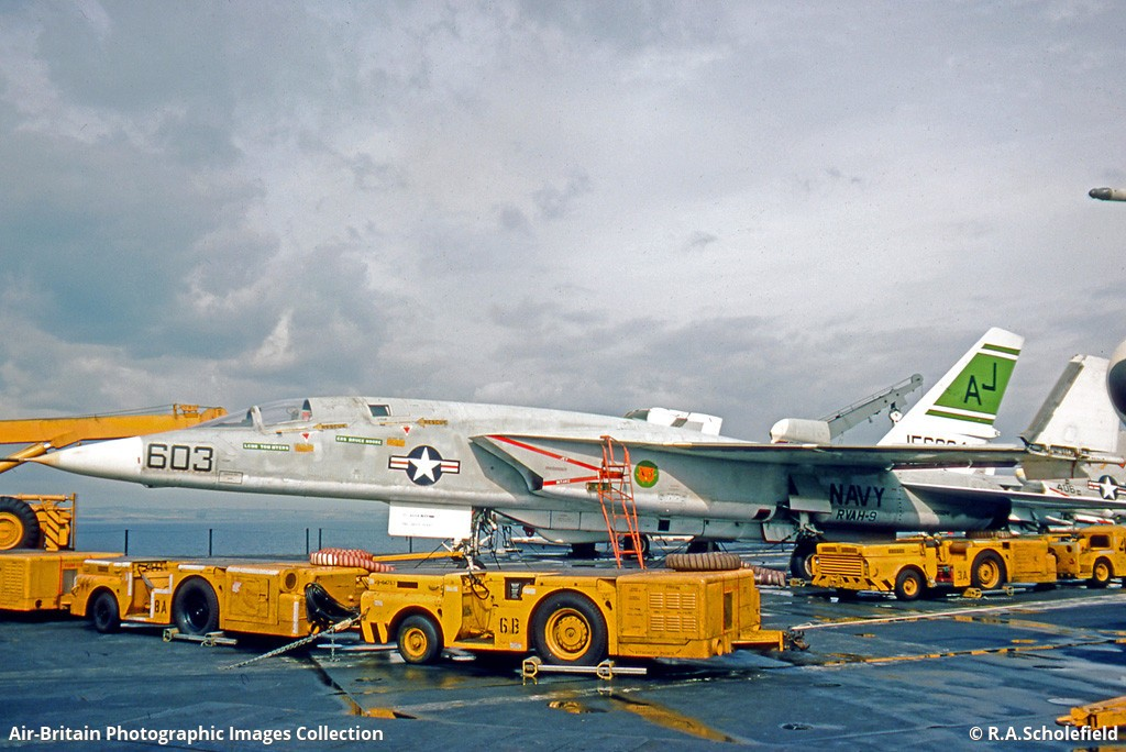 North American RA-5C Vigilante, 156624 / 316-17, US Navy : ABPic