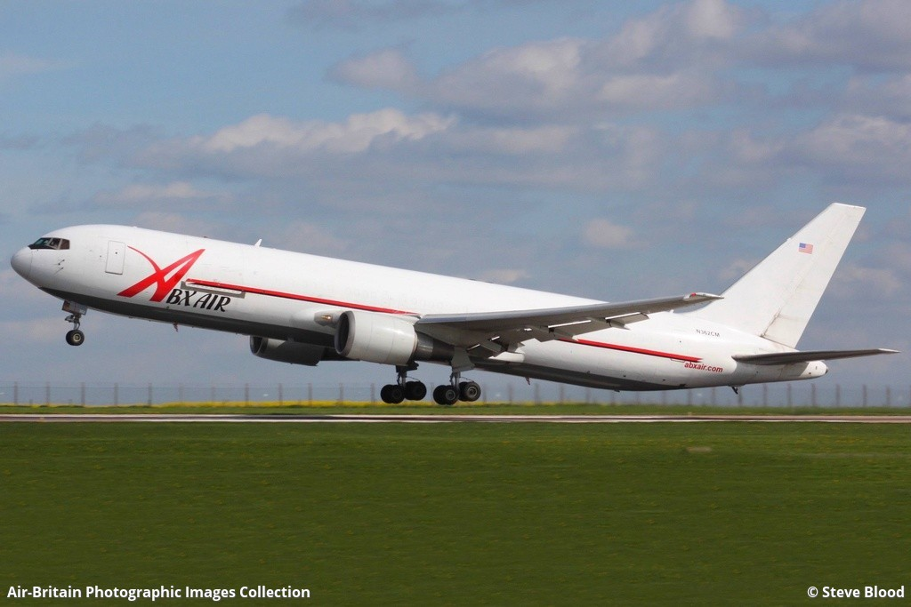 Aviation photographs of Boeing 767-338ER(BDSF) : ABPic