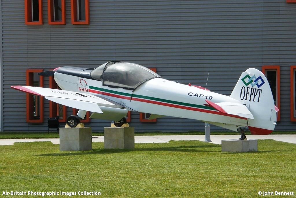 Anciens avions de la RAM - Page 3 1453453-large