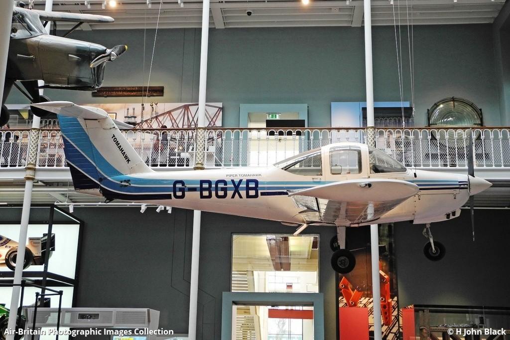 Aviation photographs of Location: Edinburgh - National Museum of