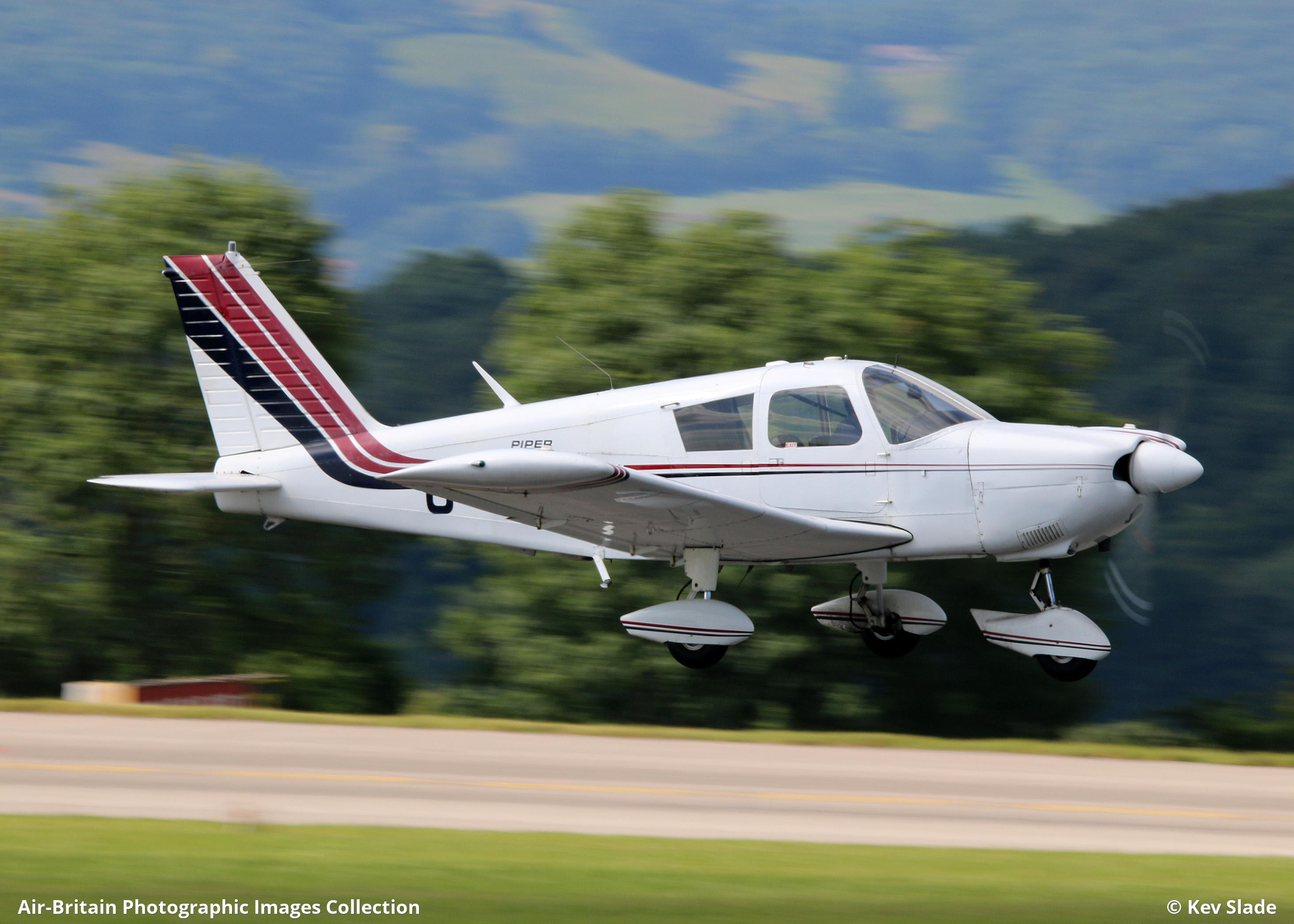 Aviation photographs of Piper PA-28-235 Cherokee : ABPic