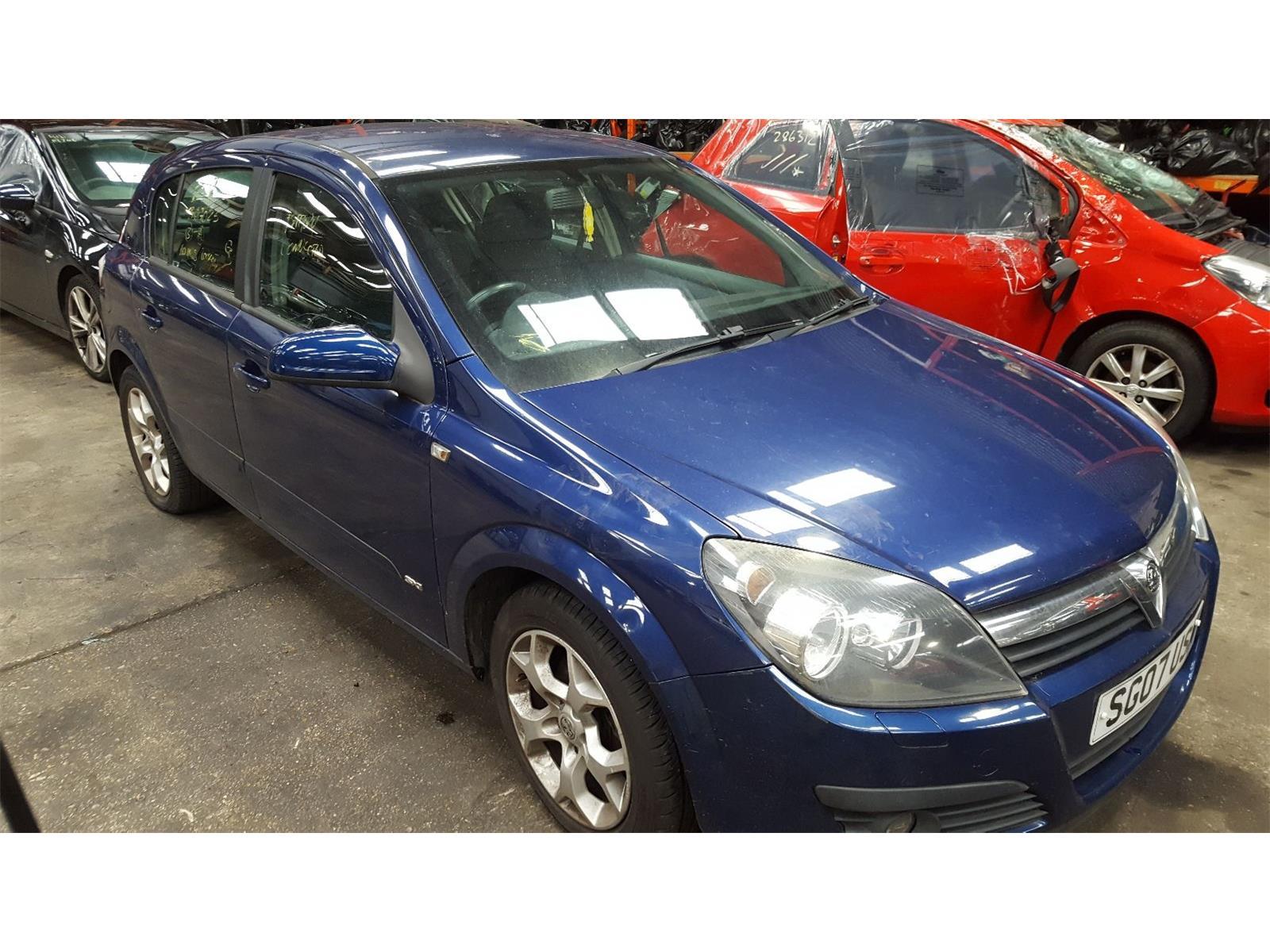 Vauxhall Astra 2006 To 2011 SXi 5 Door Hatchback breaking for parts