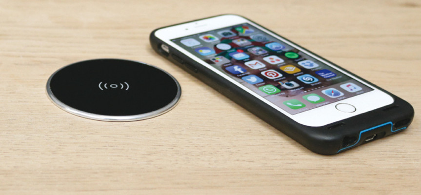 Wireless surface charger, Qi certified, UK USB plug, black with silver rim