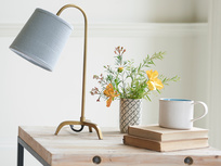 Little Slam Dunk table lamp in antique brass