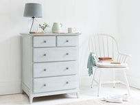 Mosey wooden vintage chest of drawers