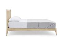 Spindle oak spindle back bed frame