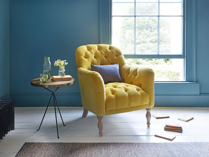 Reader upholstered armchair