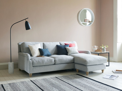 Comfy traditional Pavlova chaise sofa