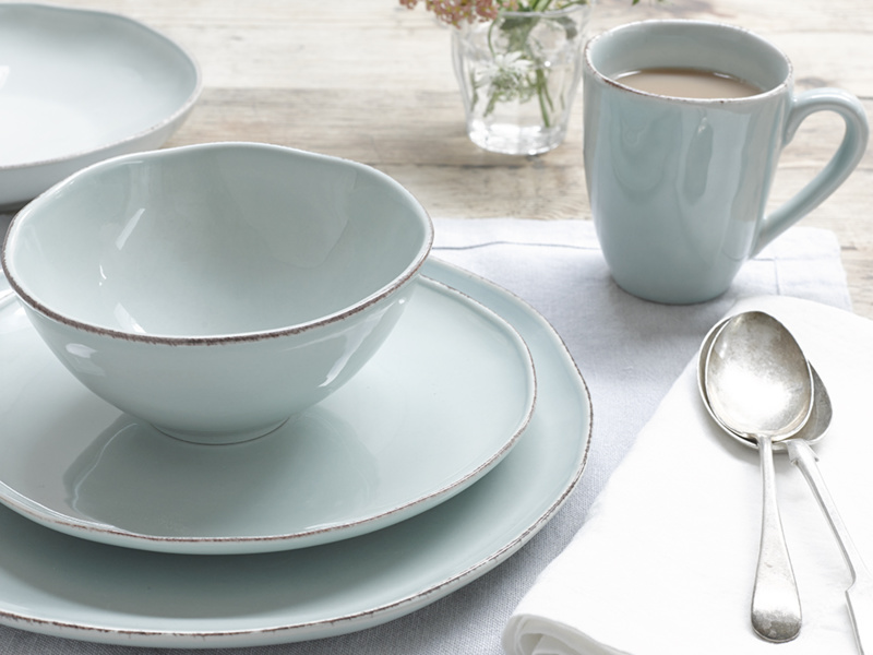 Wobbler kitchen ceramic crockery set with a bowl, a mug and two plates