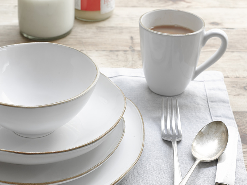 Wobbler handmade crockery set with a mug, two plates and a bowl
