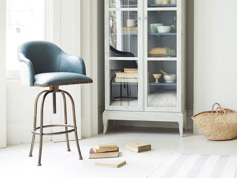 Upholstered leather Milk perch stool