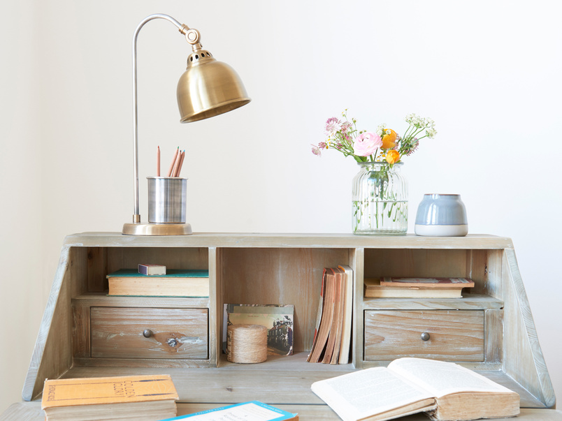 Quill wooden desk