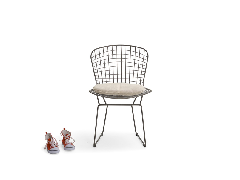 Metal wire Hamburger kitchen chair in an industrial style with linen seat pads