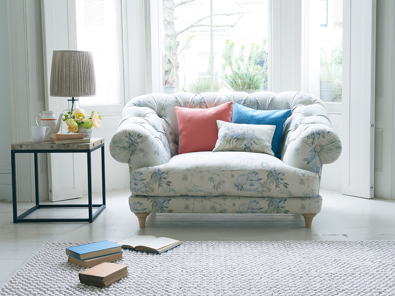Extra deep and comfy button back chesterfield Bagsie love seat