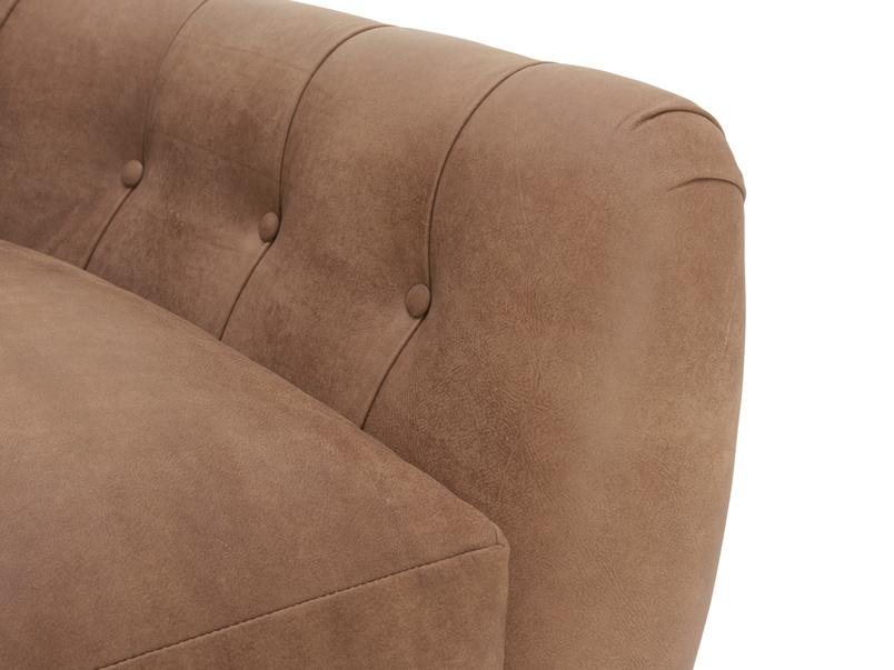 Button back Butterbump chesterfield armchair