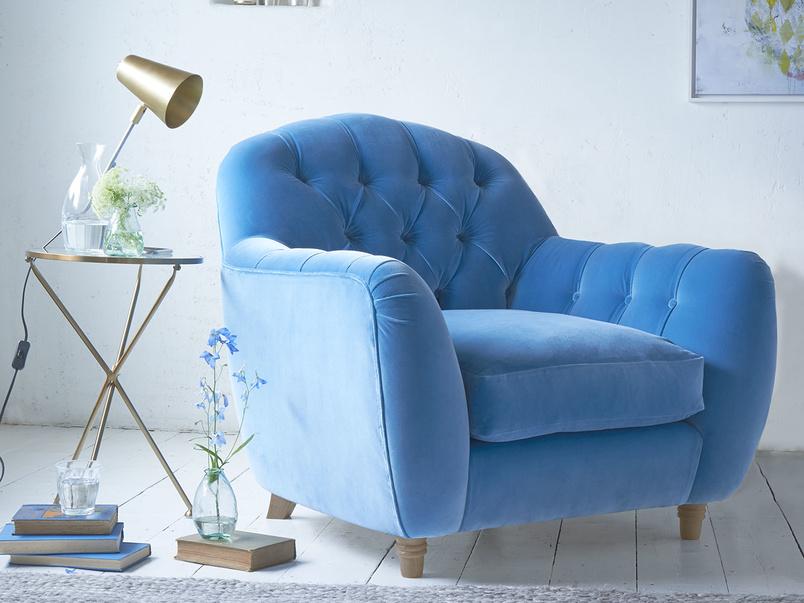 Butterbump chesterfield button back armchair