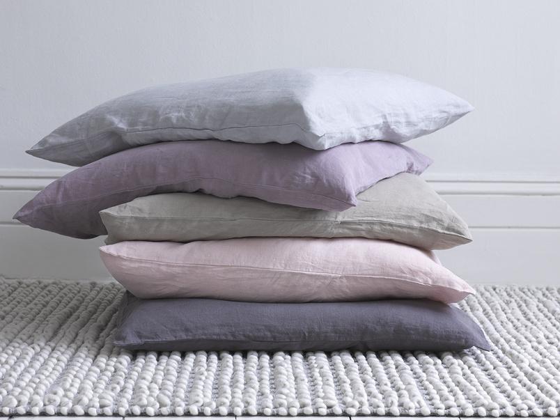 Knitted cream woven wool floor Bobble rug