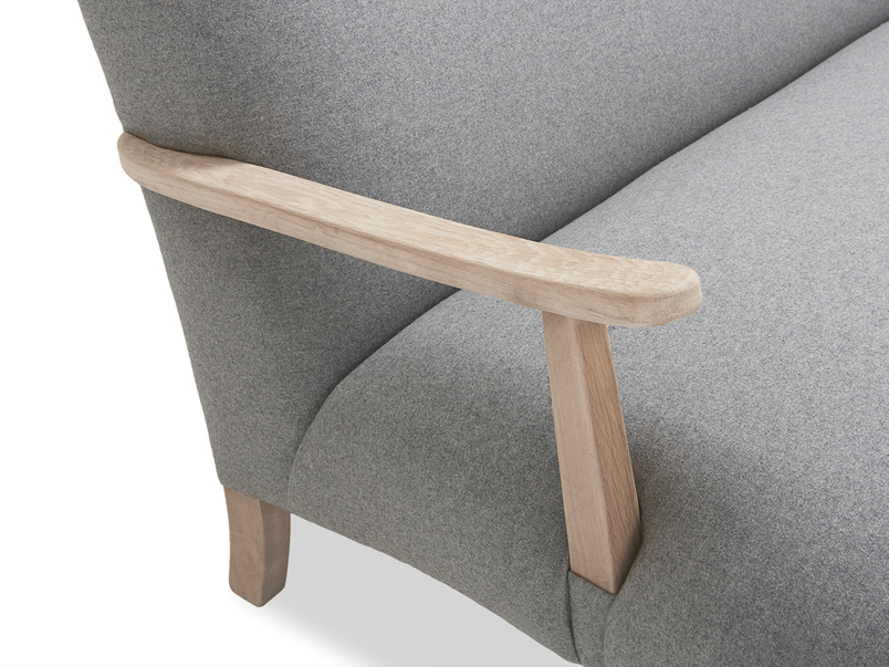 Brew sofa with wooden arms