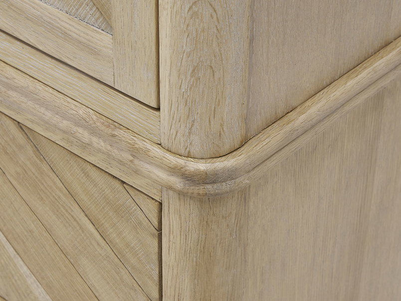 Super Flapper oak wood wardrobe