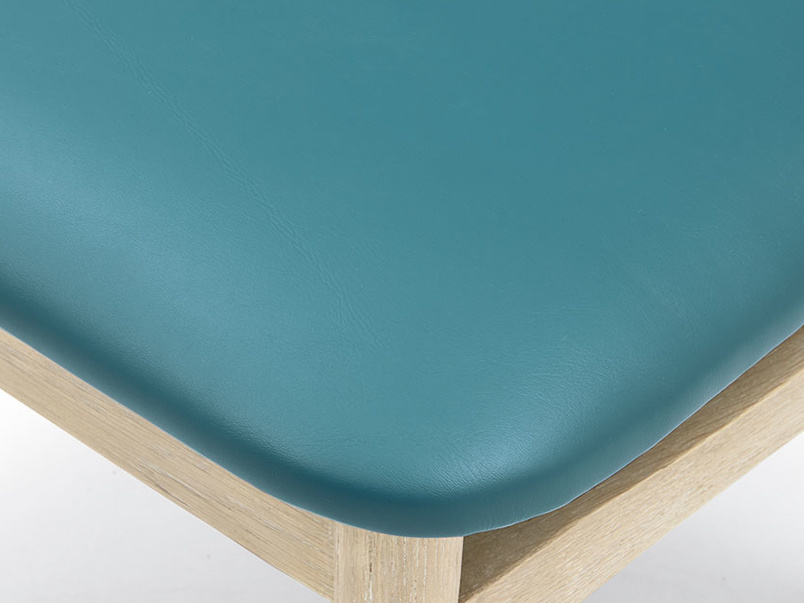 Popcorn retro leather chair in Teal seat detail