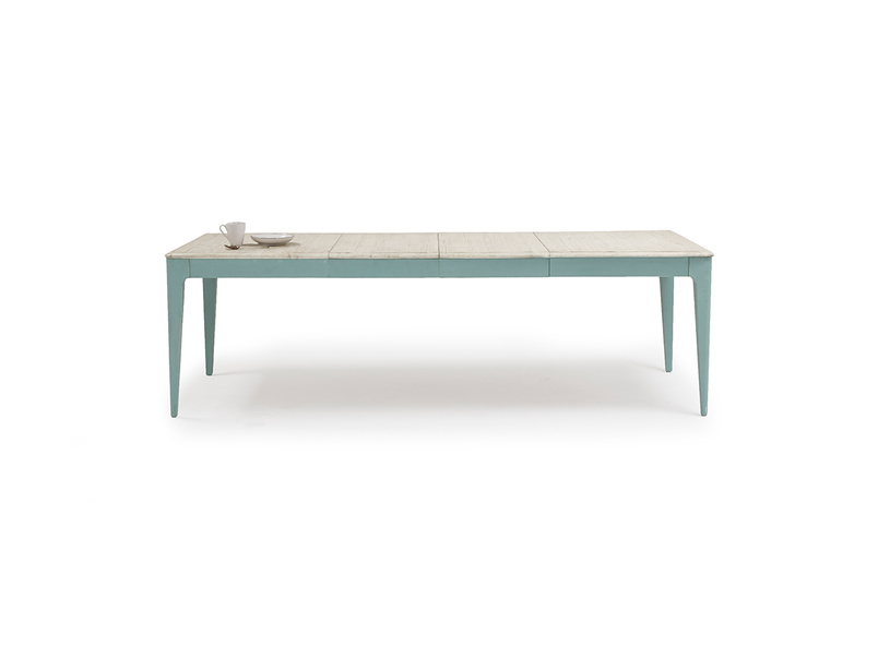 Tucker extendable dining table
