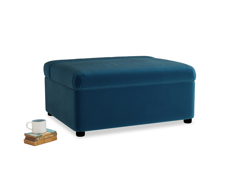 Single Bed in a Bun in Berlin Blue Clever Deep Velvet