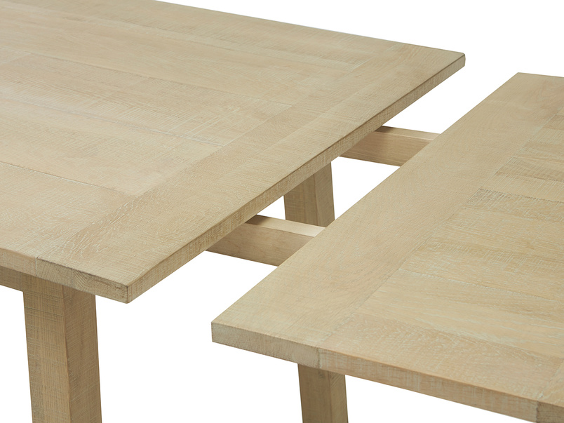 Country Mile kitchen table middle detail