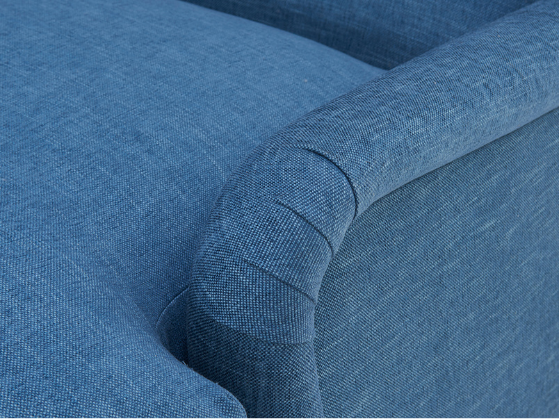 Pudding love seat chaise pleat detail