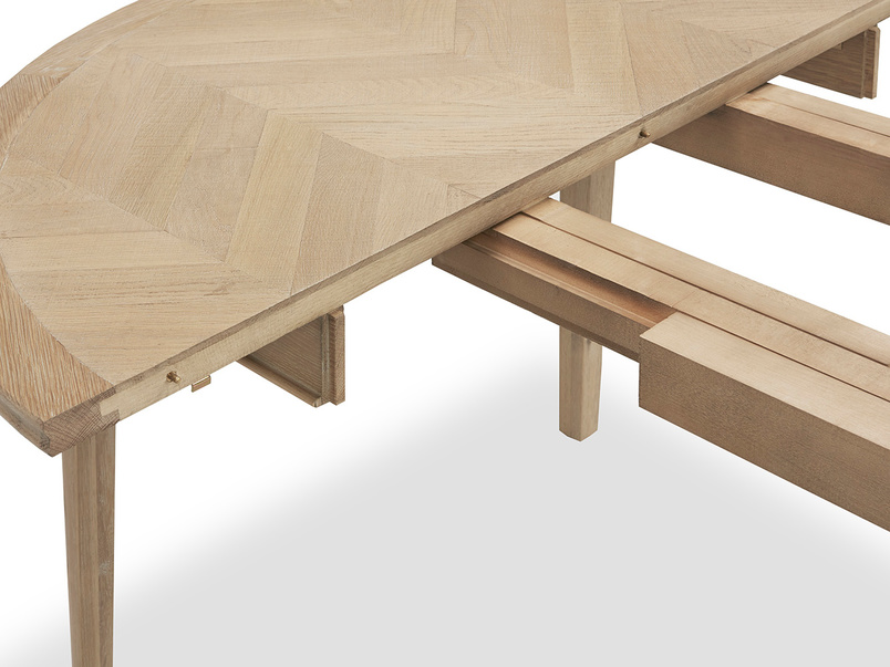Parquet Pie wooden kitchen table extendable detail