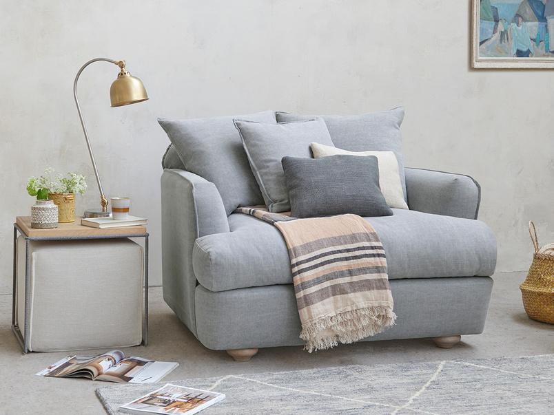 Smooch Upholstered Cushion Back Loveseat