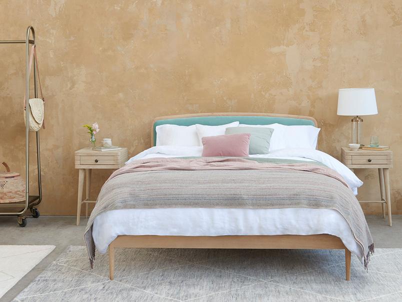 Smoothie Stylish Rounded Headboard Bed