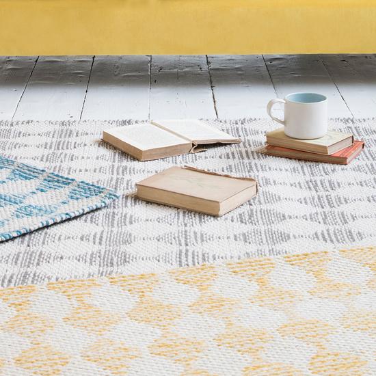 Waves patterned floor rugs