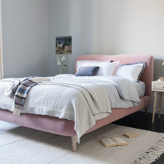Curveball curved bed