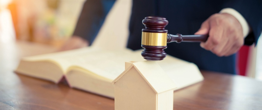 What are the benefits of selling a property at auction?