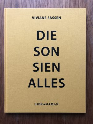 The photographic book cover of Die Son Sien Alles. In hardcover.