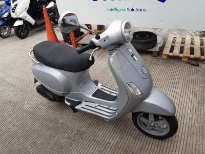 Image of 2005 PIAGGIO VESPA LX 125 124cc MOTORCYCLE