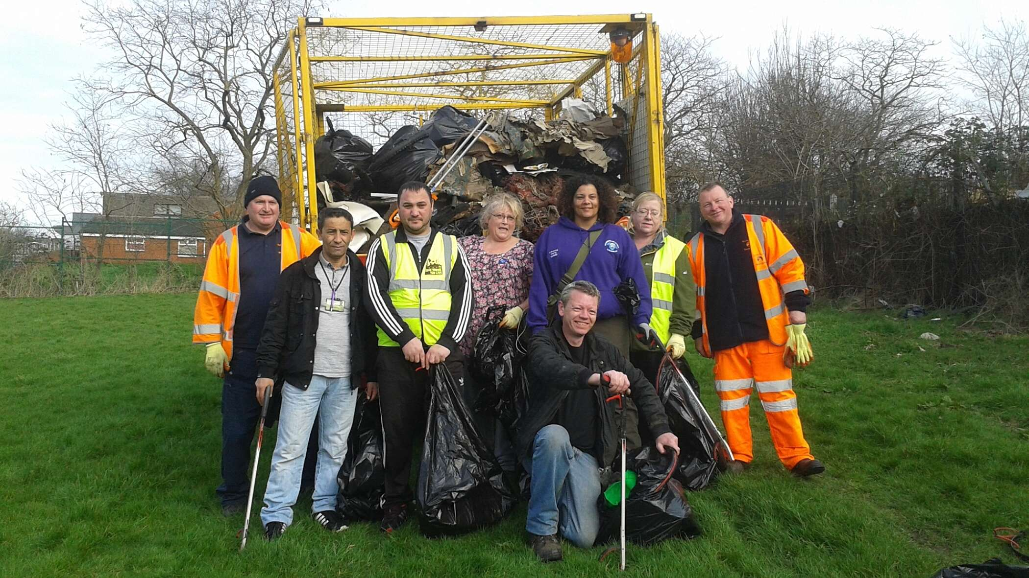 Don Catchment Rivers Trust project team out litter picking