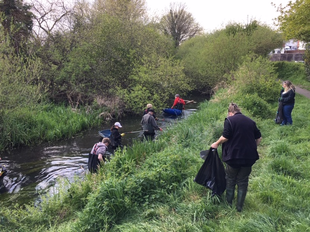 River Wandle Cleanup, South East Rivers Trust