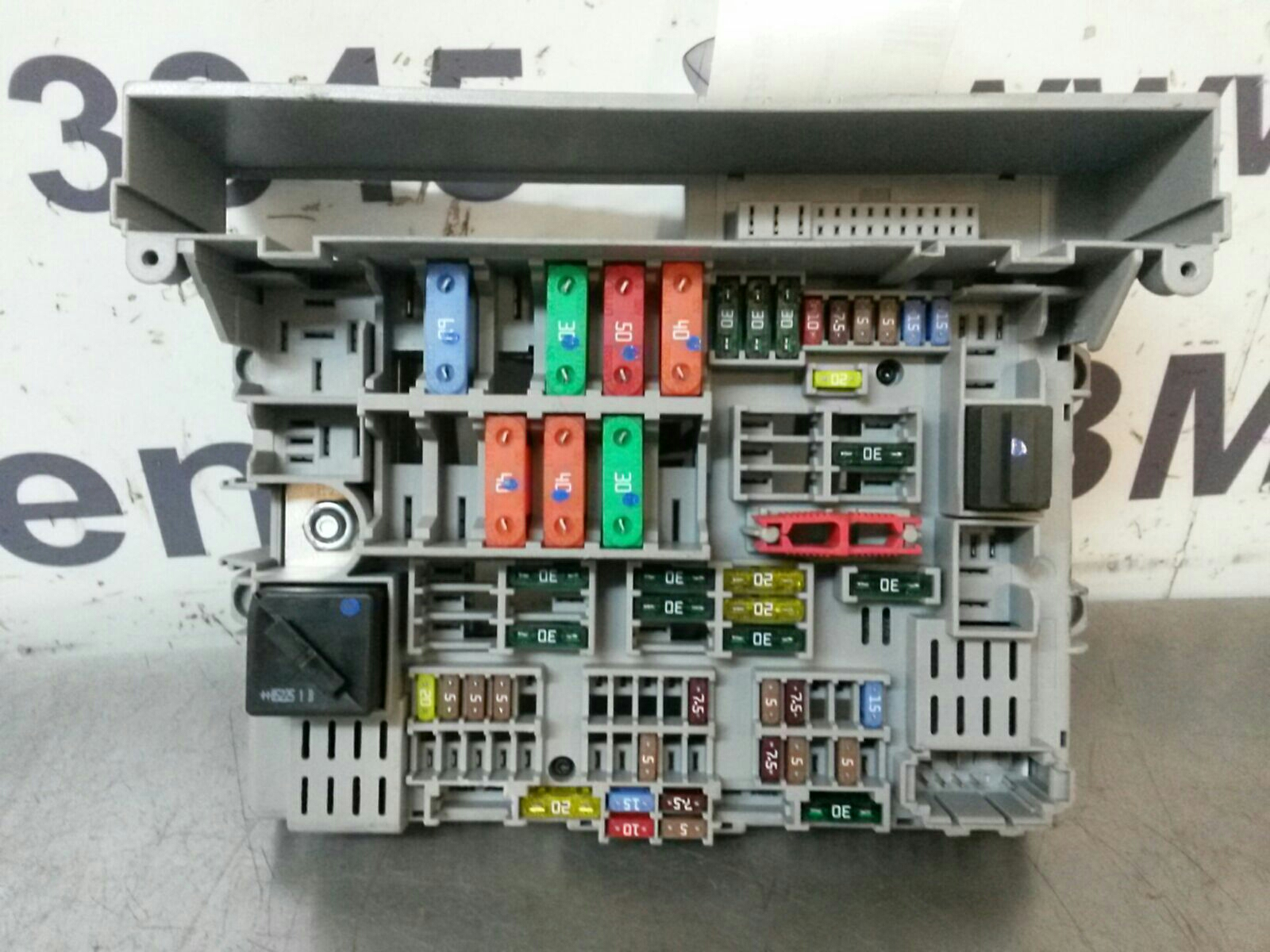 BMW E90 3 SERIES Fuse Box 6978270/6906607