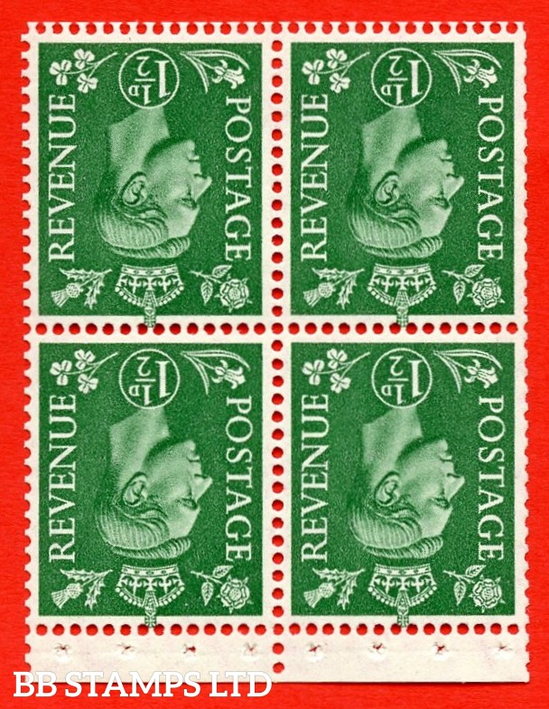 """SG. 505cw. QB27b. 1½d pale green. A superb UNMOUNTED MINT complete booklet pane. Perf type """" P """". Trimmed Perfs."""