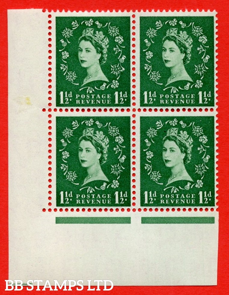 SG. 542. S26e. 1½d. Green. A superb UNMOUNTED MINT example cylinder 13 dot corner block of 4. Variety Rose and thistle joined at right (Cyl. 13 Dot, R. 19/1)