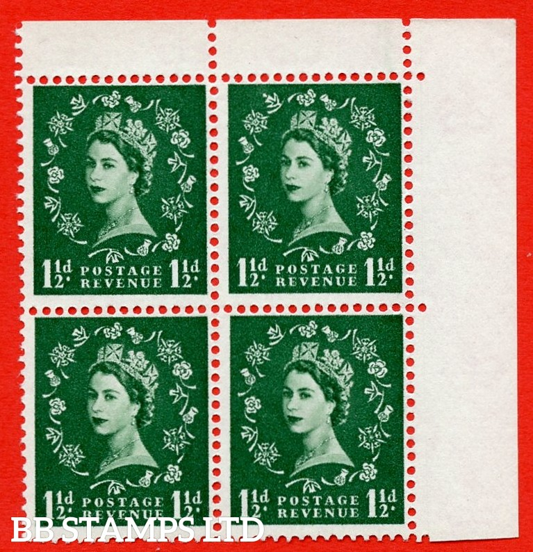 SG. 572. S29h. 1½d Green. A superb UNMOUNTED MINTexample. Top Right corner positional block of 4. White Paper. With a daffodil flaw ERROR. R1/12 variety.