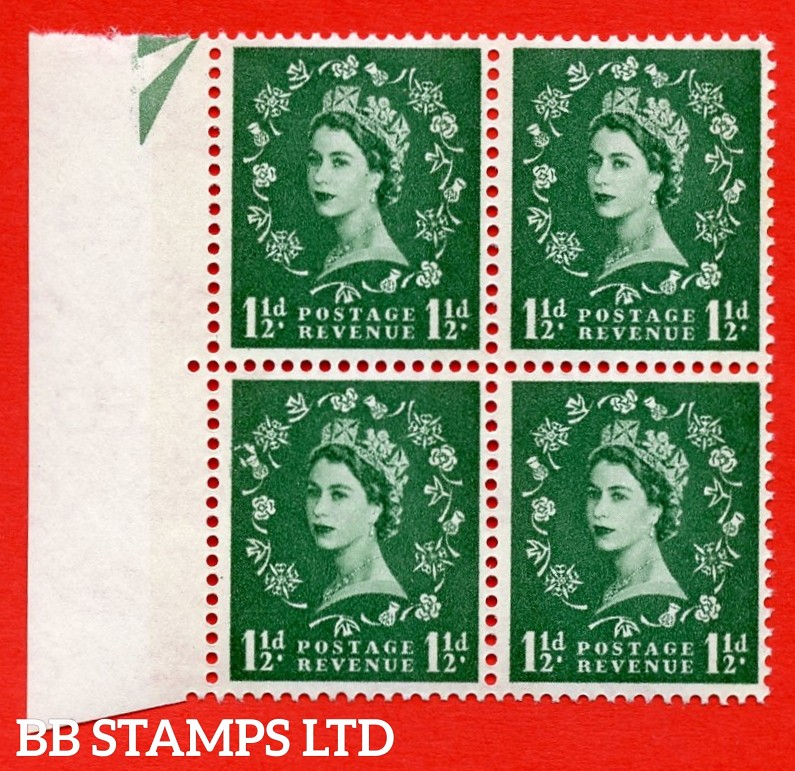 SG. 572. S29g. 1½d Green. A superb UNMOUNTED MINT example. Left marginal postional block of 4. from cylinder 22 dot. White paper. With thistle flaws ERROR. R.12/1 variety.