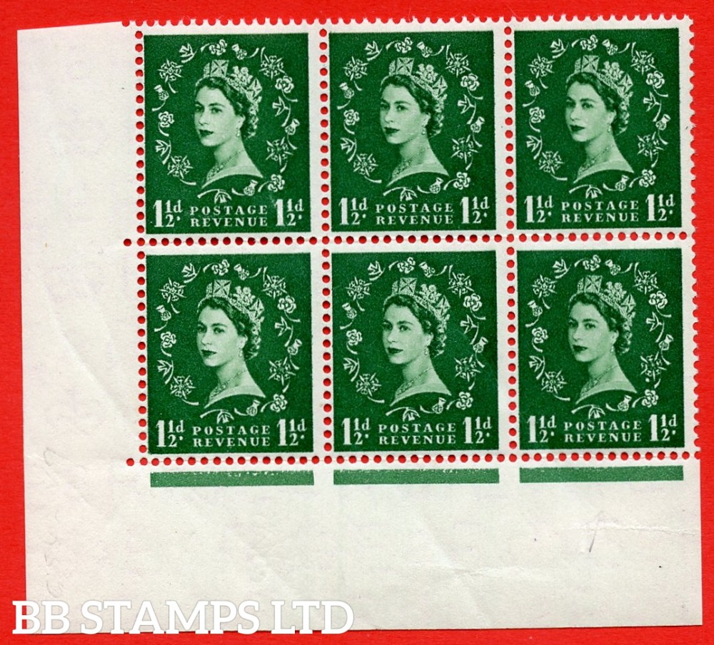 SG. 542. S26J. 1½d. Green. A superb UNMOUNTED MINT example from cylinder 15 no dot block of 6. Variety Spot between rose and shamrock (Cyl. 15 No dot, R20/3)