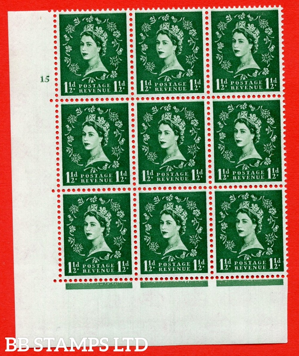 SG. 572. S29var. 1½d Green. A superb UNMOUNTED MINT example. Cylinder block 15 no dot. Block of 9. White paper. With a Spot between rose and shamrock ERROR. R.20/3 variety. UNLISTED in SG Catalogue.