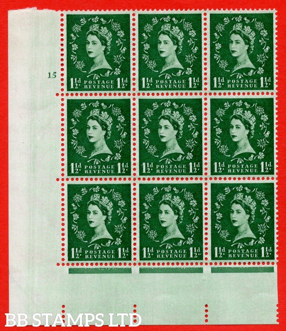 SG. 572. S28. 1½d Green. A superb UNMOUNTED MINT example. Cyilinder block 15 no dot. Block of 9. Cream paper. With a spot between rose and shamrock ERROR. R.20/3 variety.