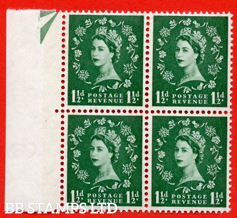 SG. 612. S34f. 1½d Green. A superb MOUNTED MINT example. Left marginal positional block of 4. From cylinder 22 dot. Blue phosphor white paper. With a thistle flaws ERROR. R.12/1 variety.