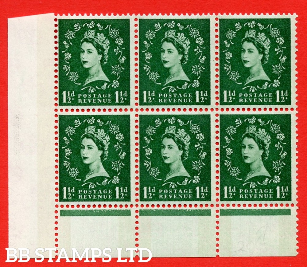 SG. 612. S32b. 1½d Green. A superb UNMOUNTED MINT example. Bottom left corner positional block of 6. Cylinder 15 no dot. Green Phosphor. With a spot between rose and shamrock ERROR. R.20/3 variety.